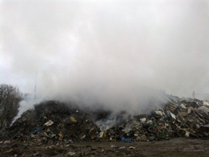 An air quality monitoring team has been deployed at the site of a fire at a waste paper firm in South Wales amidst public health concerns