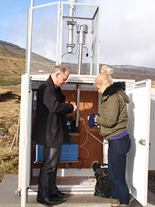 Installation of the rural air monitor on the Faroes