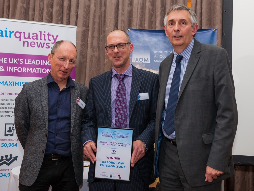 (l-r) October 2015, Awards ceremony saw IAQM chair Roger Barrowcliffe presenting Oxford city council's air quality officer Ian Halliday and AirQualityNews.com's Steve Eminton