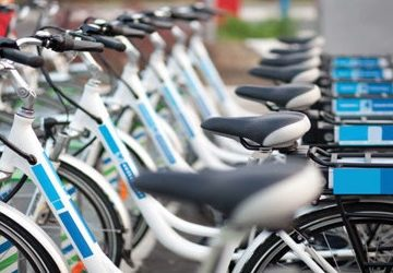Electric bikes can bring air pollution benefits, according to a report from Brighton