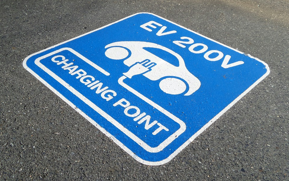 UK must spend £1 6bn on 28,000 EV charge points, says