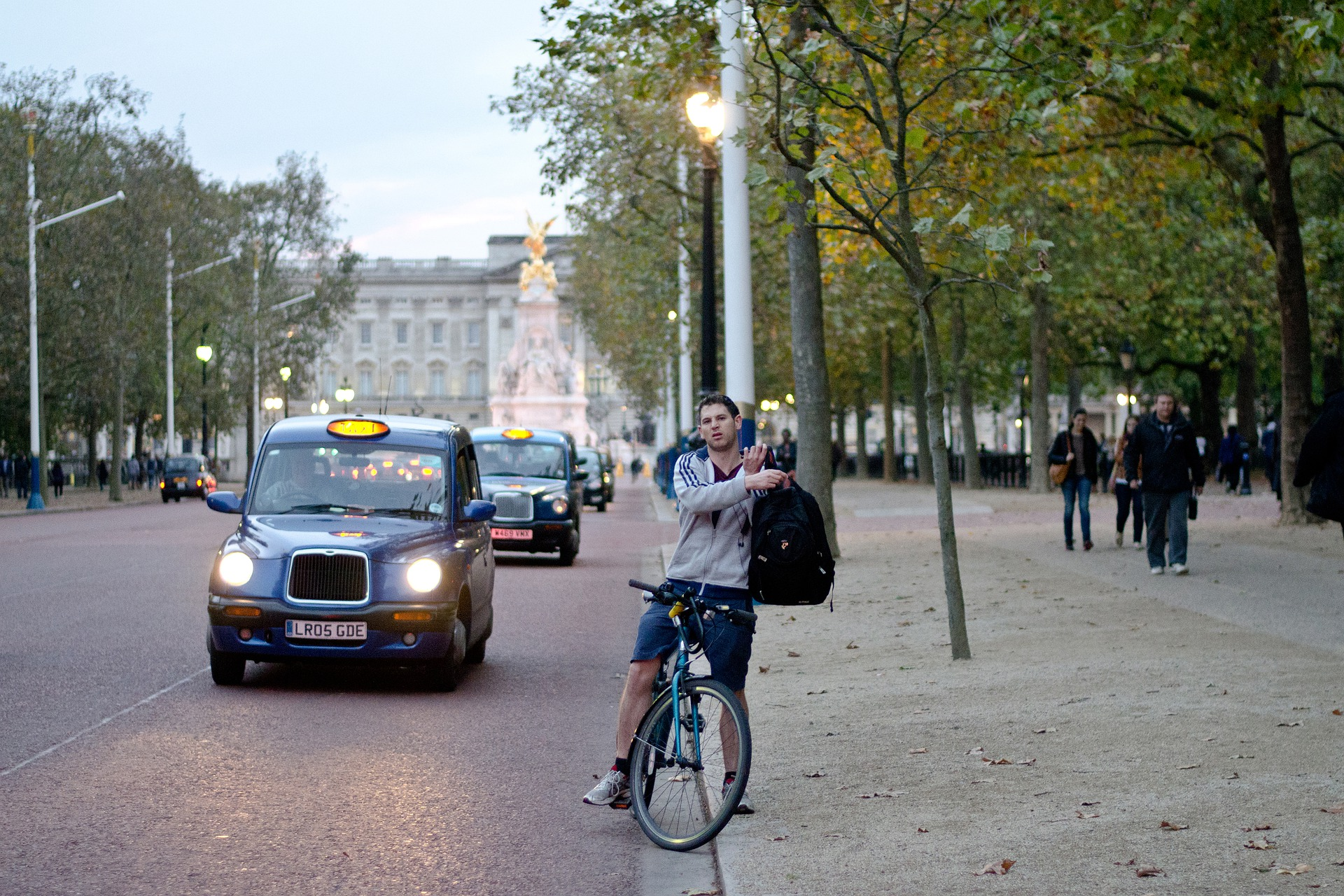 - street photography 5678719 1920 - Government's must reallocate road space, says new report